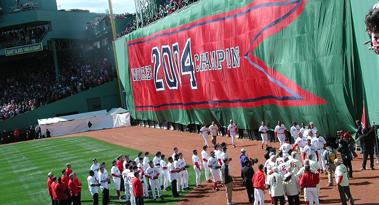 The 2004 Red Sox left many memories with the fans. (via Baer Tierkel)