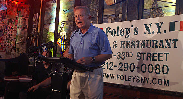 Tim McCarver, seen here at famous baseball bar Foley's, was the Phillies' starting catcher in 1970. (via NJ Baseball)